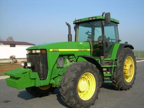 Трактор JOHN DEERE 8200 - 1